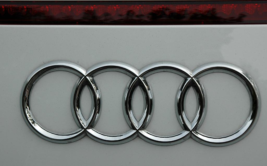 Audi R8 Spyder: Die vier Markenringe sitzen am Heck unter der dritten Bremsleuchte.