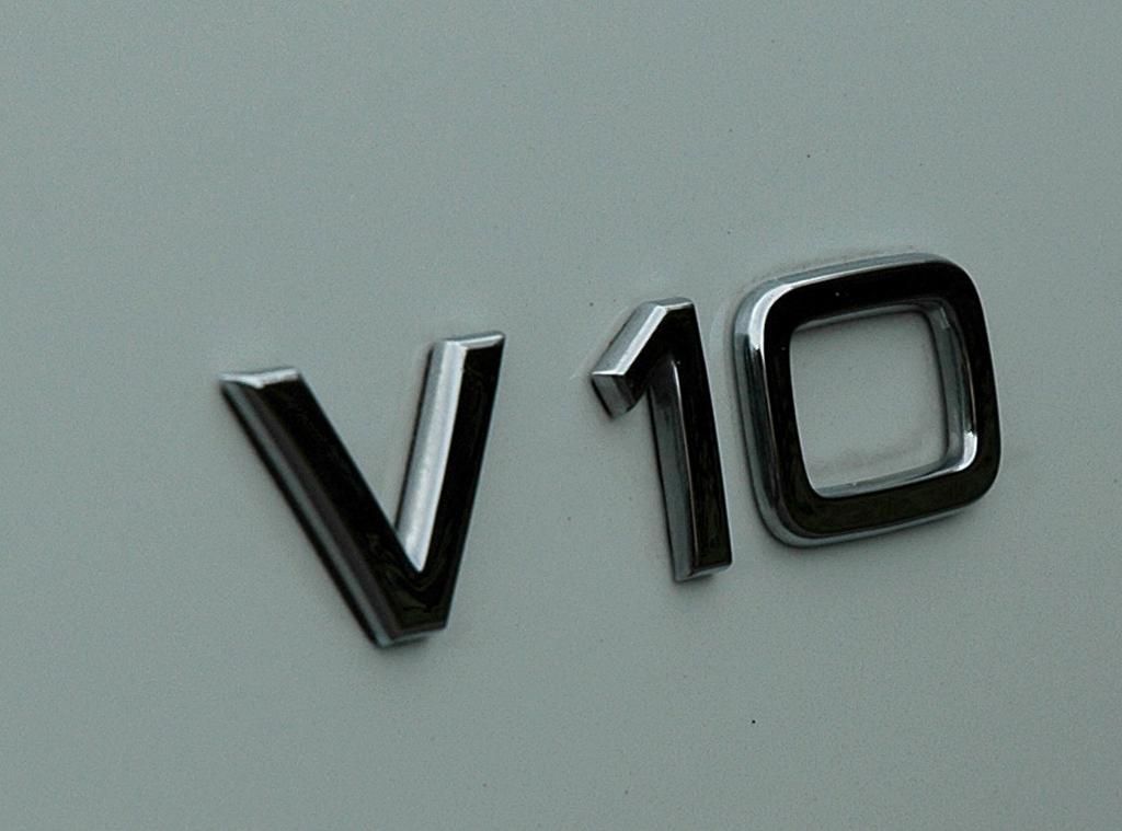 Audi R8 Spyder: Motorisierungsschriftzug an der Seite.