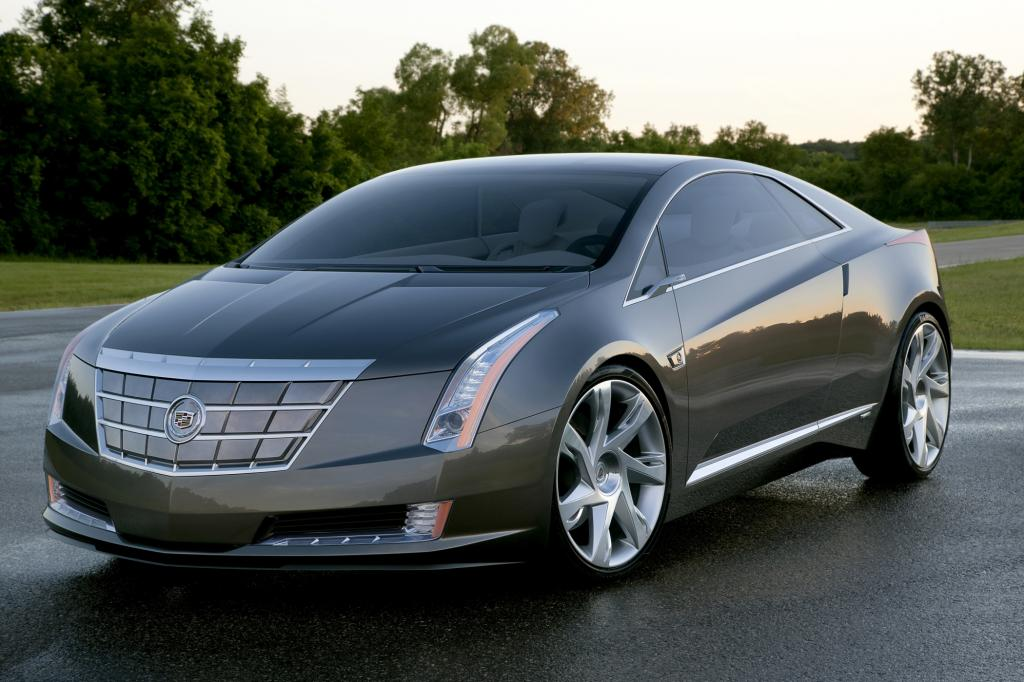 Auf Basis des Elektrofahrzeugs Chevrolet Volt erscheint um 2014 ein flacher Cadillac-Sportwagen namens ELR