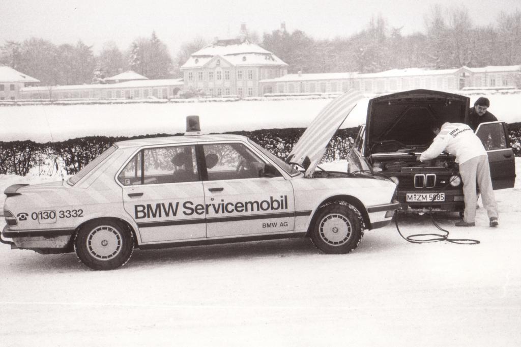 BMW Servicemobil und M5 im Jahr 1985