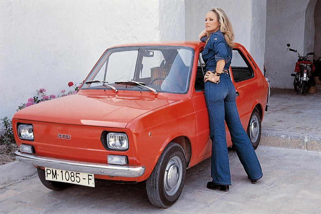 Bond-Girl Ursula Andress mit dem Seat 133