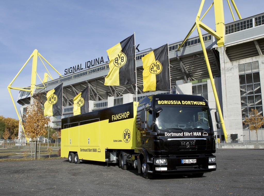 Borussia Dortmund erhält Fanmobil von MAN
