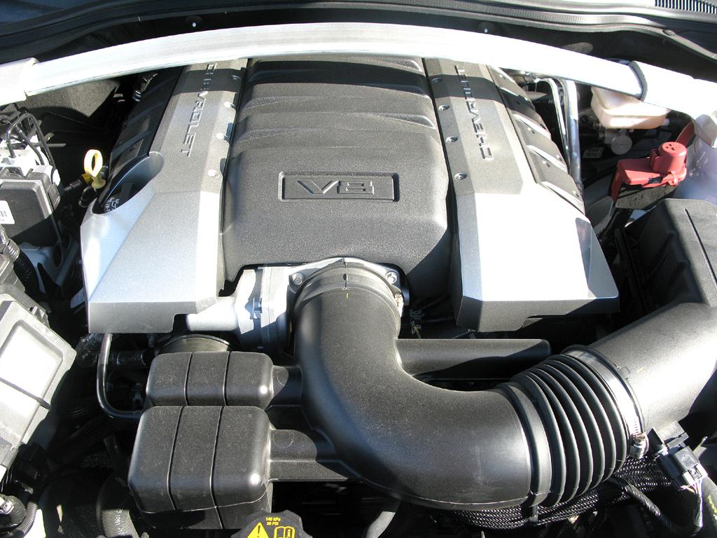 Chevrolet Camaro: Blick unter die Haube, hier des 432 PS starken Achtzylinders.