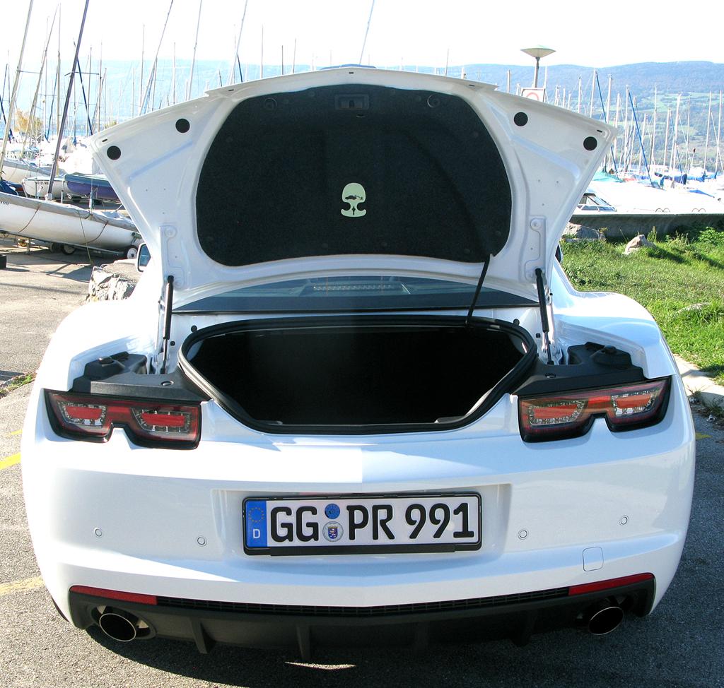 Chevrolet Camaro: Die Kofferraum-Öffnung ist nicht die größte.