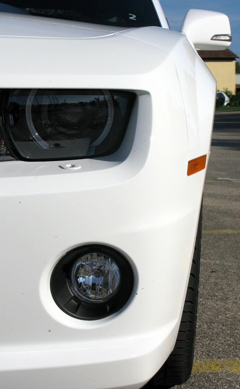 Chevrolet Camaro: Leuchteinheit vorn auf der Fahrerseite.
