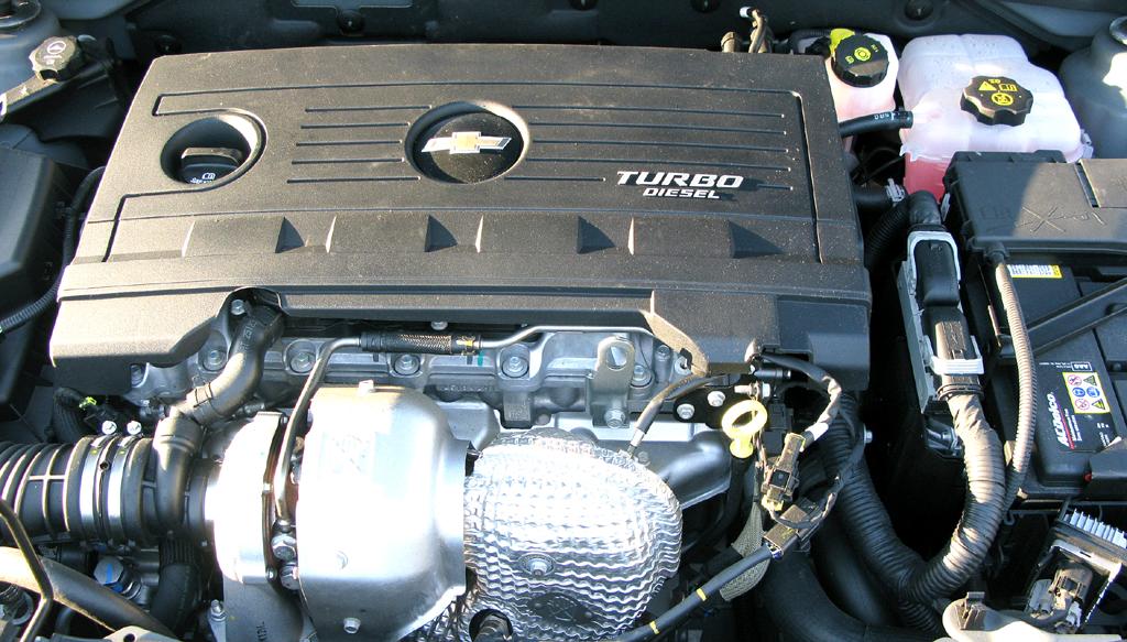 Chevrolet Cruze: Blick unter die Haube des 2,0-Liter-Selbstzünders.