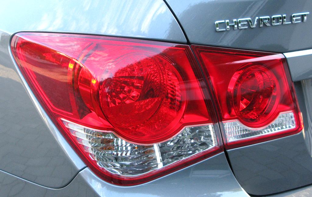 Chevrolet Cruze: Moderne Leuchteinheit hinten mit Markenschriftzug.