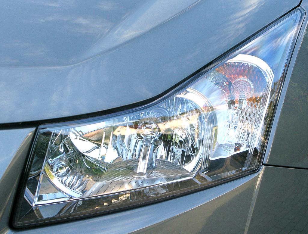 Chevrolet Cruze: Moderne Leuchteinheit vorn.