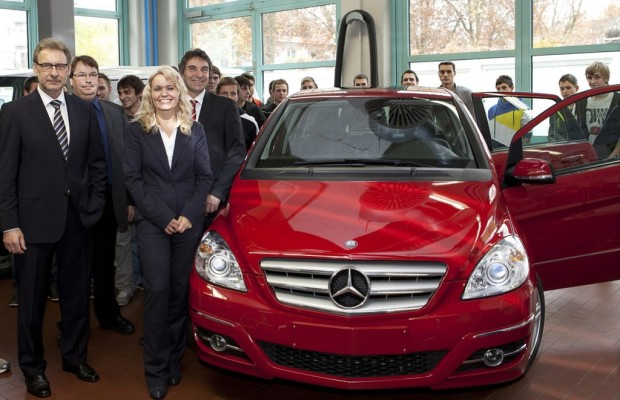 Daimler spendet B-Klasse an Carl-Benz-Schule