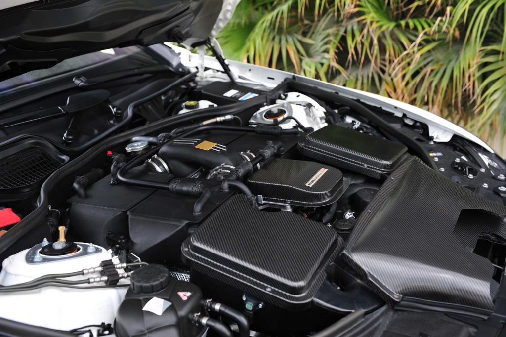 Das V12-Biturbo-Triebwerk erreicht mit den Veränderungen das maximale Drehmoment bei 2.100 Umdrehungen