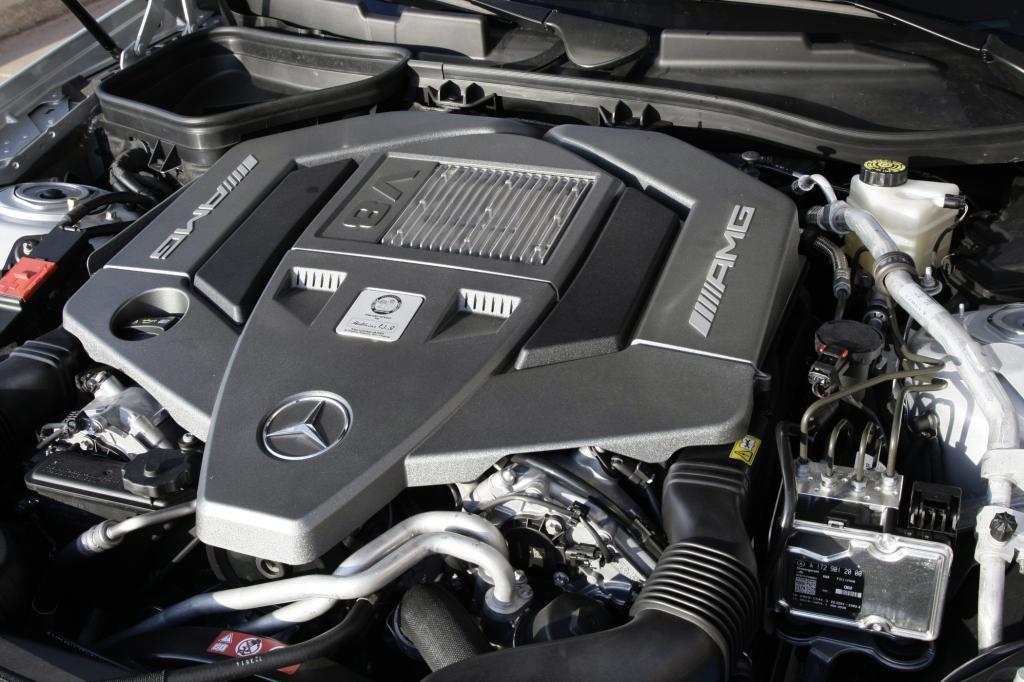 Der V8 kommt auf 422 PS