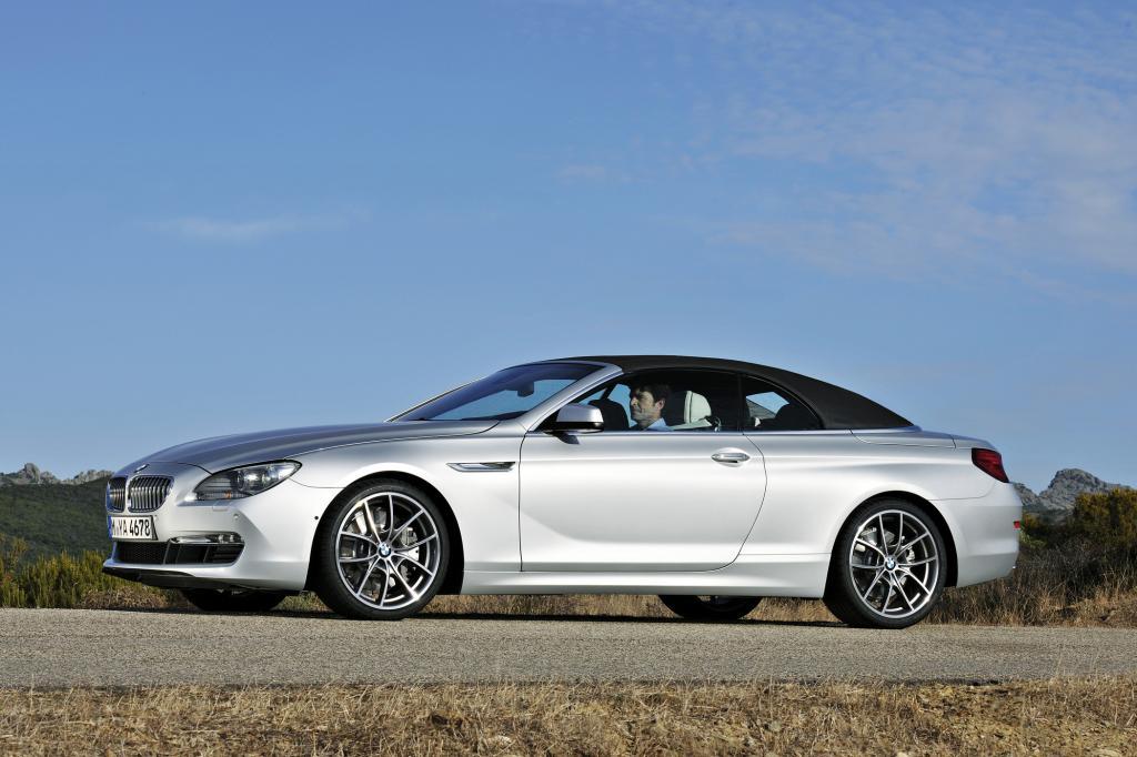 Die Fahrt durch den Herbstnachmittag wird mit dem BMW 640i zum Vergnügen