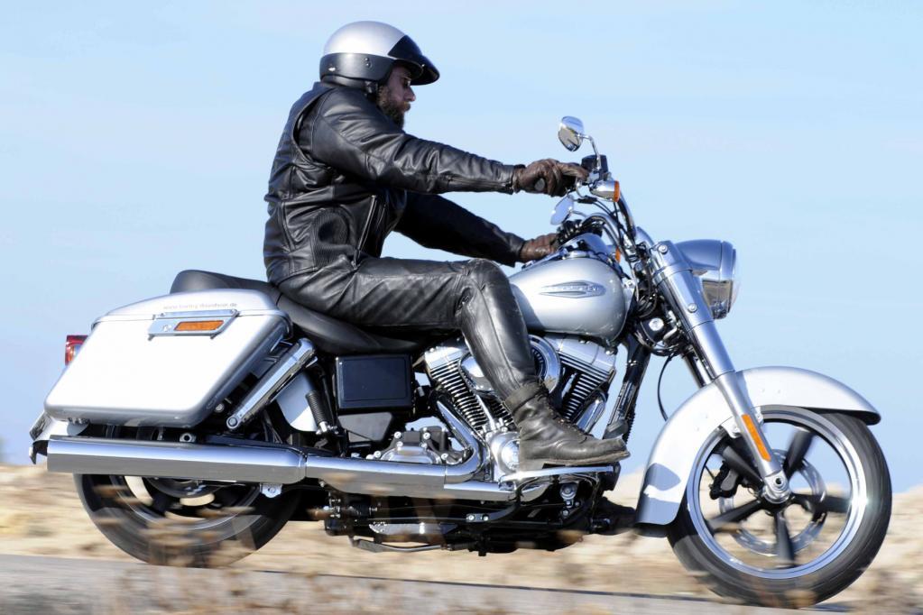 Die Harley mit dem Doppelcharakter geht ab 16 895 Euro an den Start.