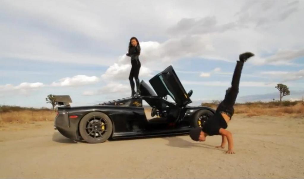 Eine andere Art der Autopräsentation: Mosley Raptor GTR