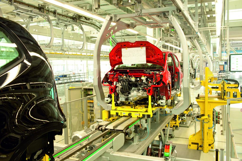 Fahrzeugfertigung im slowakischen Volkswagen-Werk Bratislava.