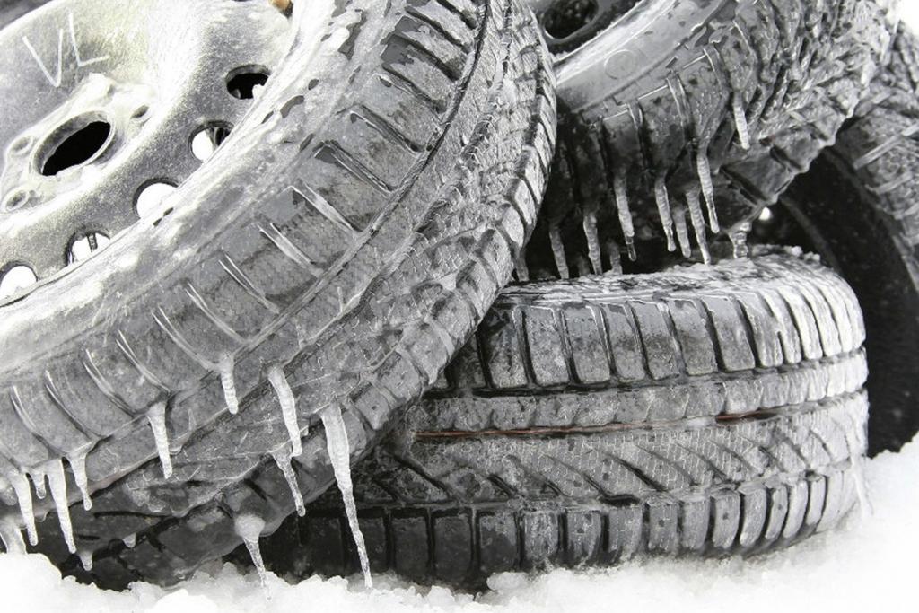Falsche Bereifung für Eis und Schnee - Winterpneu-Geiz bei Autovermietern