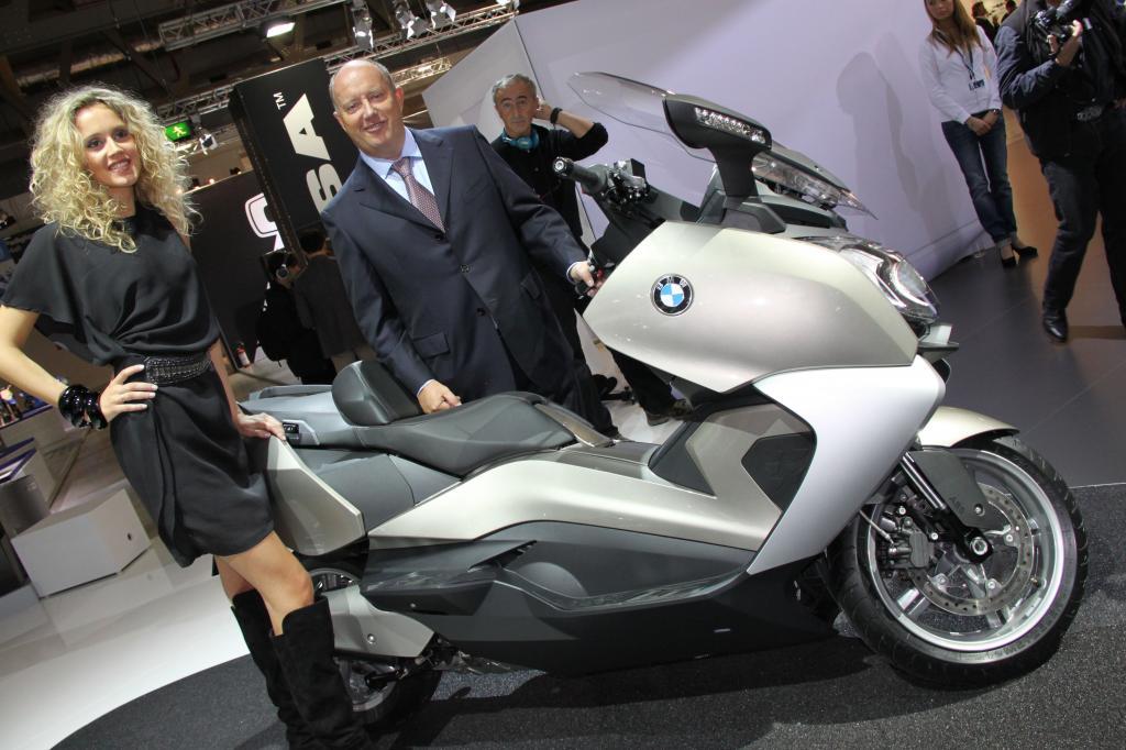 Hendrik von Kuenheim, Leiter BMW Motorrad, bei der Weltpremiere der neuen BMW Motorroller in Mailand.
