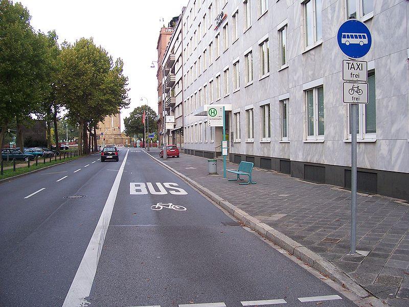 Keine E-Autos auf der Busspur erlaubt