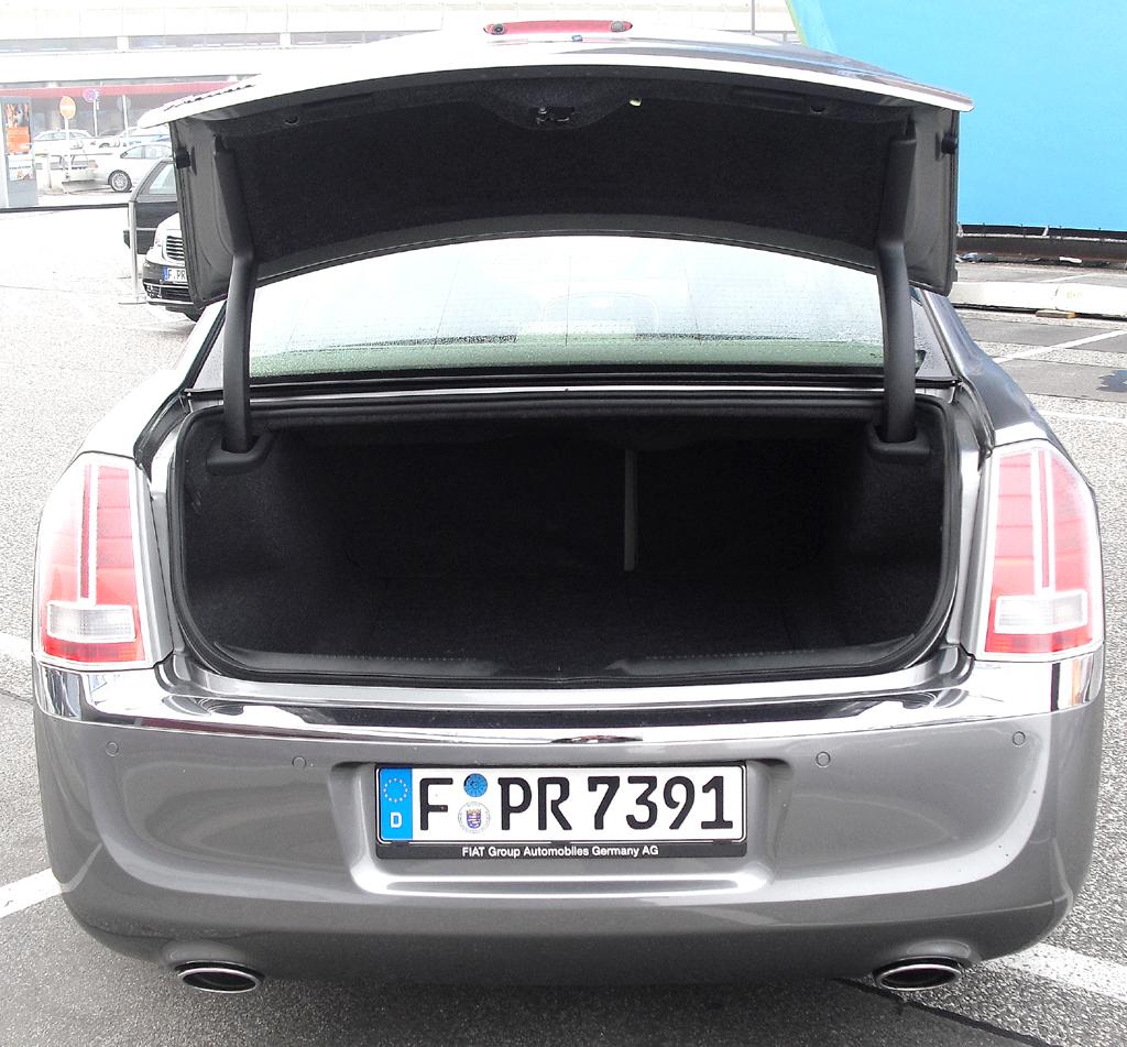 Lancia Thema: Ins Gepäckabteil passen 462 Liter hinein.