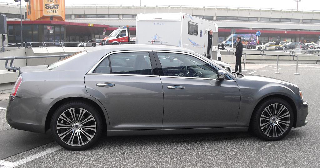 Lancia Thema: Und so sieht der über fünf Meter lange Italiener von der Seite aus.