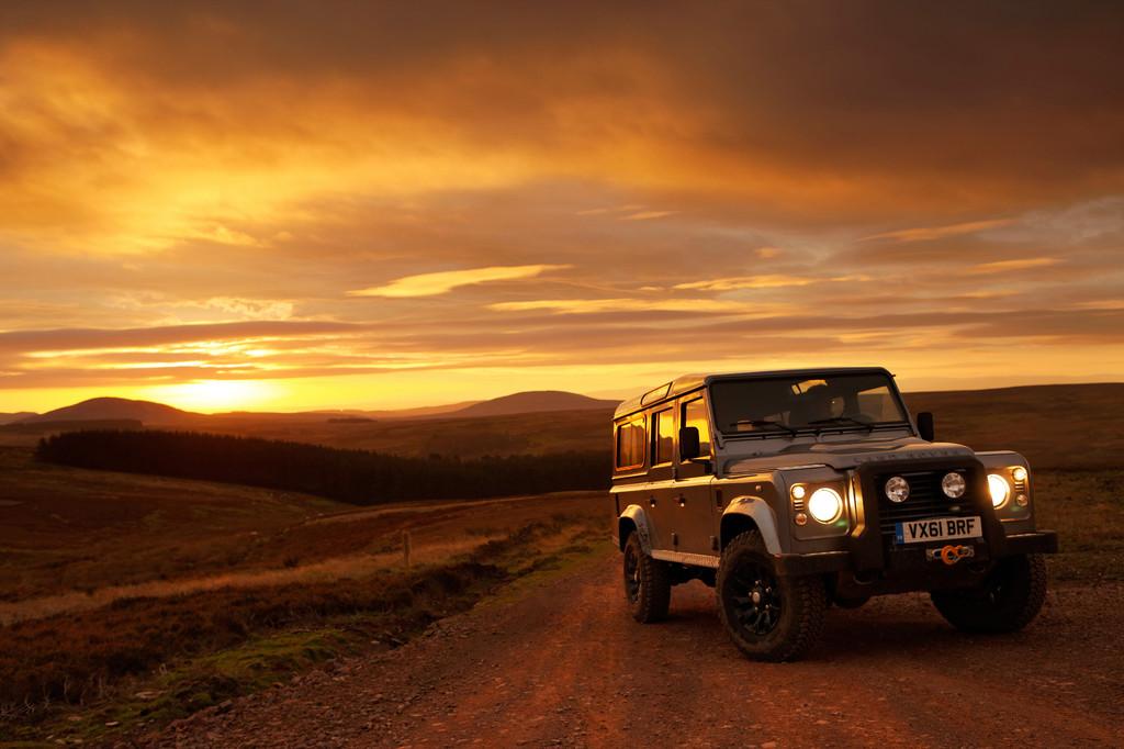 Land Rover Defender, 2012: Warten auf dem Marborp-Man.