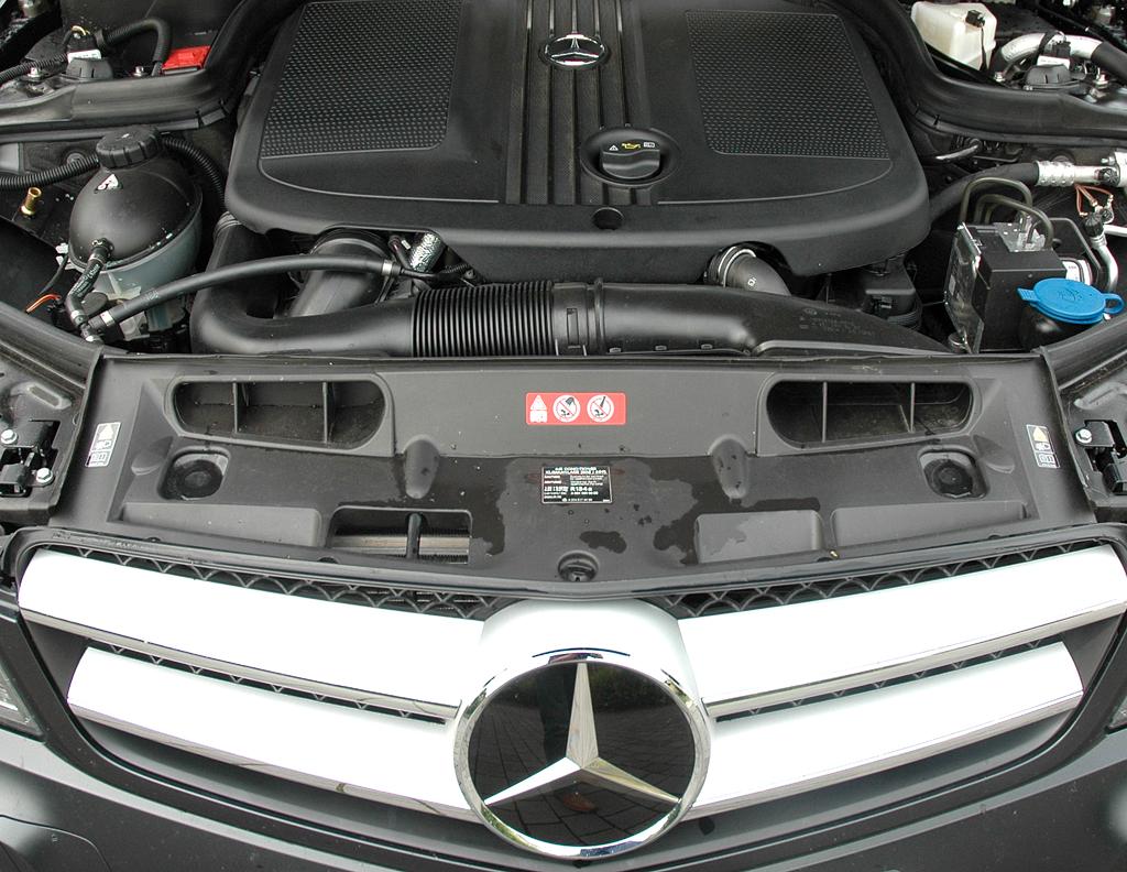 Mercedes C250 CDI Coupé: Blick unter die Haube auf den 2,1-Liter-Selbstzünder.