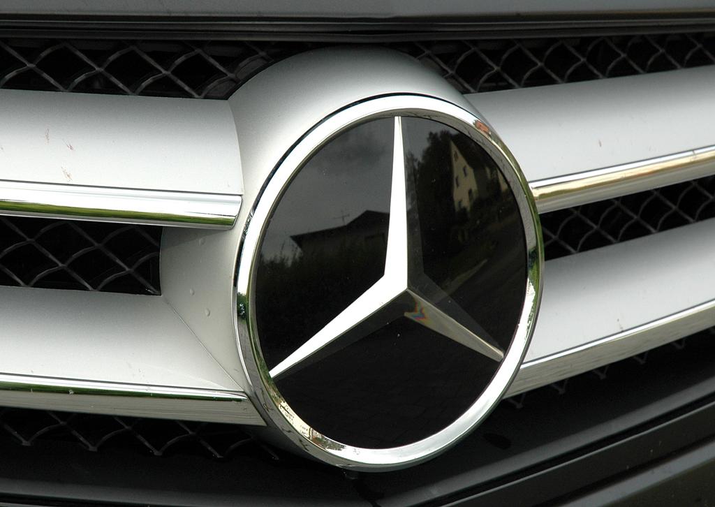 Mercedes C250 CDI Coupé: Der Markenstern prangt vorn groß im Kühlergrill.