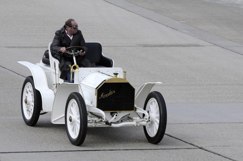 Mercedes-Simplex 40 PS (1902) mit Jochen Mass am Steuer.