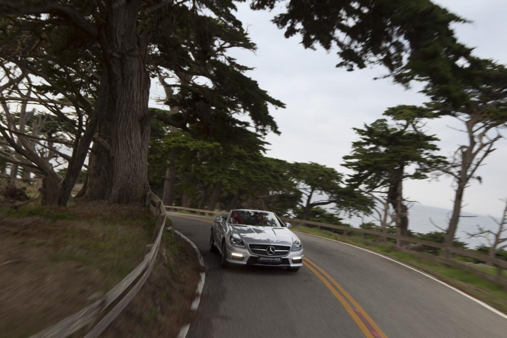 Merken darf der Fahrer eines so teuren Fahrzeugs von den Aktivitäten unter der vor ihm liegenden langen Motorhause natürlich nic