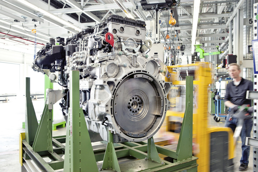 Motorenfertigung im Mercedes-Benz-Werk Mannheim.