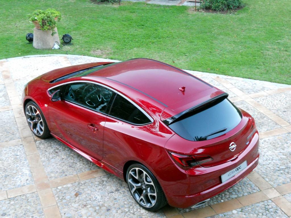 Opel Astra GTC OPC.