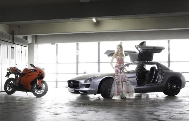 Panorama: AMG SLS Roadster und Ducati 848 EVO - Schnelle Schönheiten