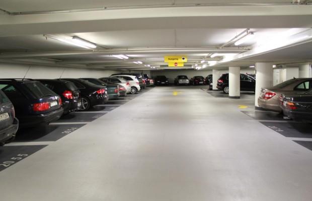 Parkhäuser - Moderne Autos sind zu dick für die Lücke
