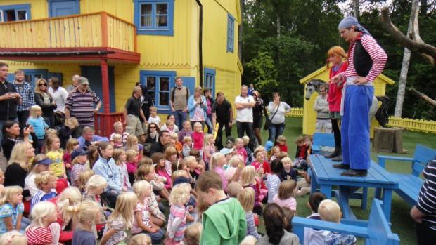 """Pippi, Villa Kunterbunt, Pferd """"Kleiner Onkel"""". Fotos: Astrid Lindgrens Värld"""