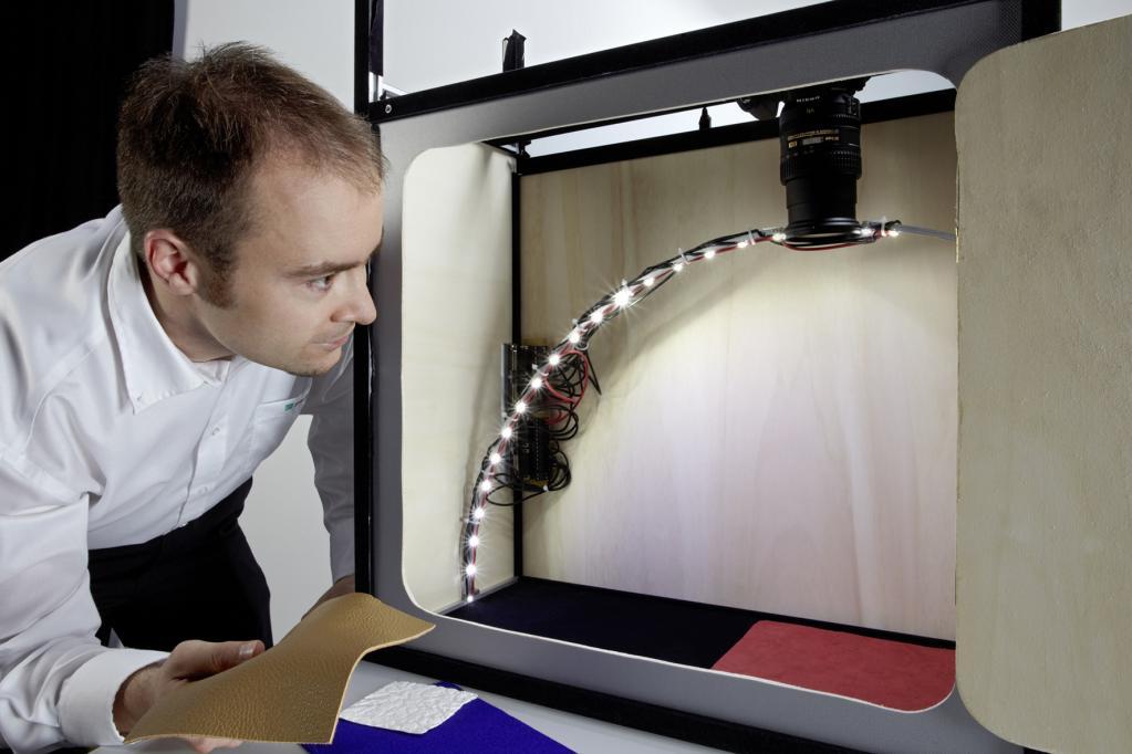Scanner simulieren Oberflächen-Bezüge im Auto