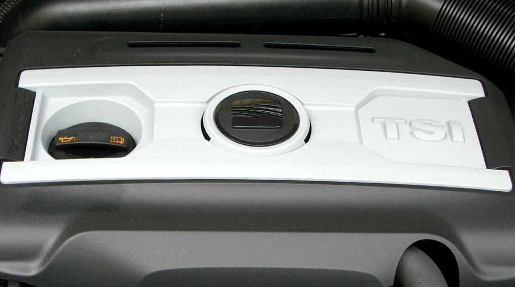 Seat León FR: Blick auf den aufgeladenen Benzindirekteinspritzer.