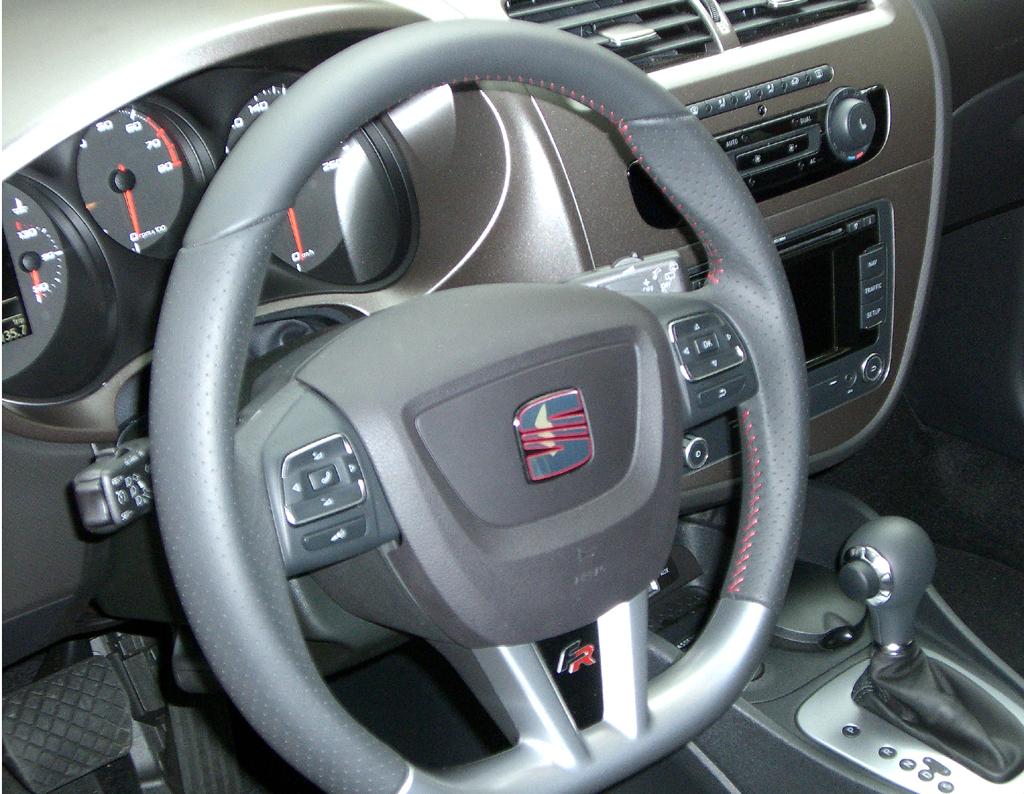 Seat León FR: Blick ins Cockpit.