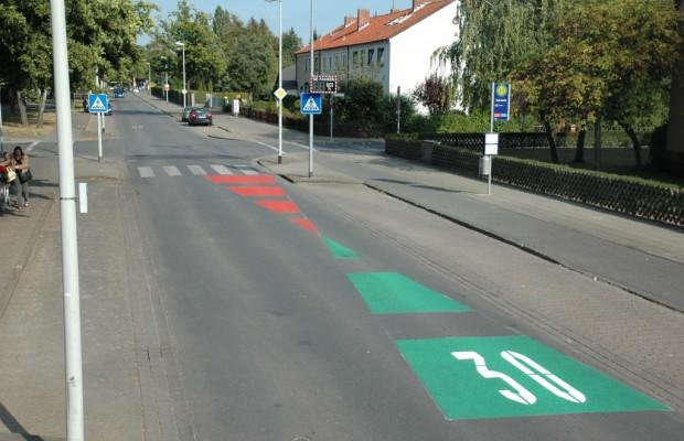 ShLOW-Projekt: Geschwindigkeitsreduzierung durch Fahrbahnmarkierung