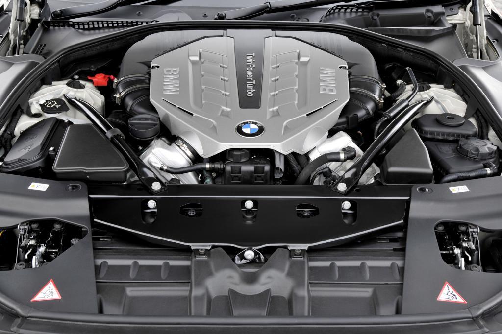 Unter der langen Haube arbeitet ein 3,0-Liter-Turbo mit 235 kW/320 PS