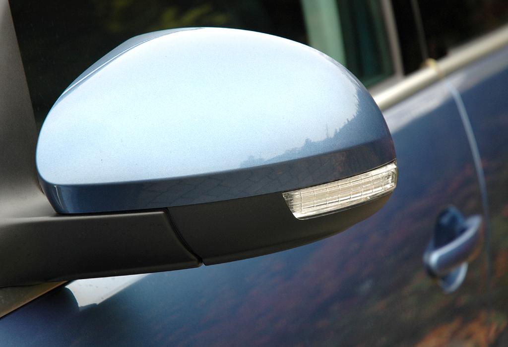 VW Tiguan: In die Außenspiegel sind Blinkerblöcke integriert.