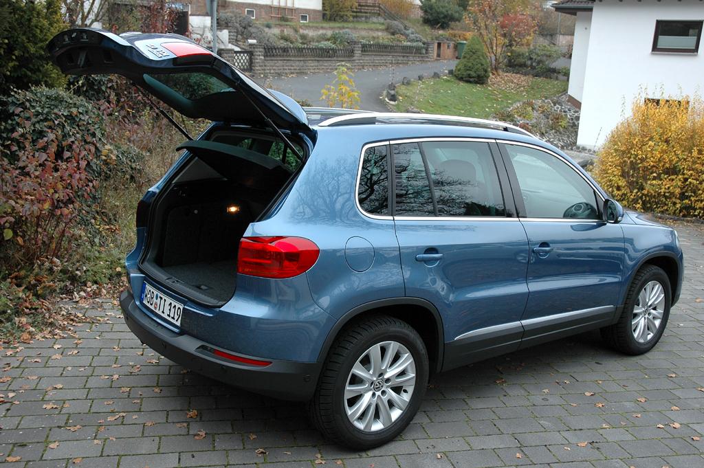VW Tiguan: Ins Gepäckabteil passen 470 bis 1510 Liter hinein.