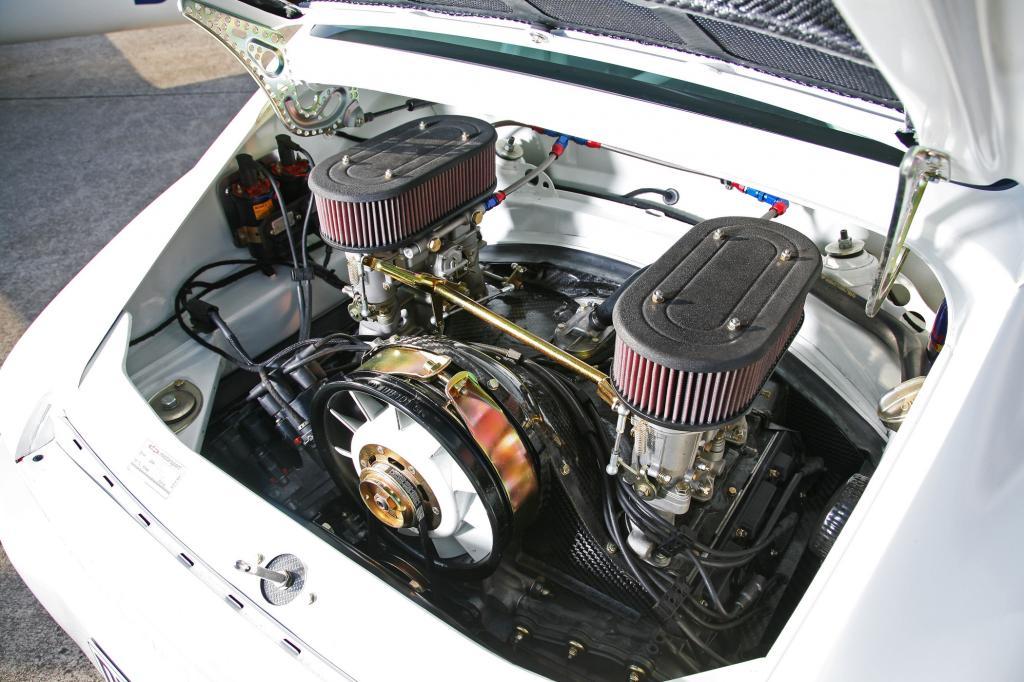 Vergaser und offene Ansaugtrichter sollen einen tollen Sound bringen