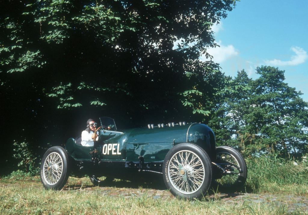 150 Jahre Opel: 260 PS Rennwagen mit 12,3 Litern, 16-Ventilmotor von 1914.