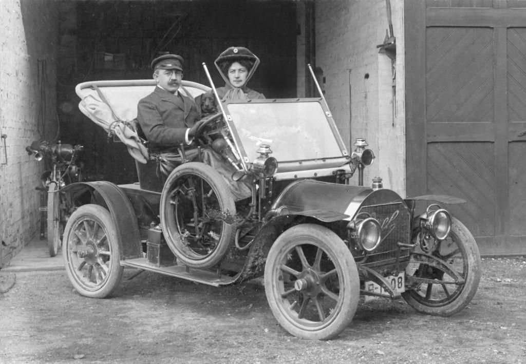 150 Jahre Opel: Opel 4/8 PS Doktorwagen von 1909.