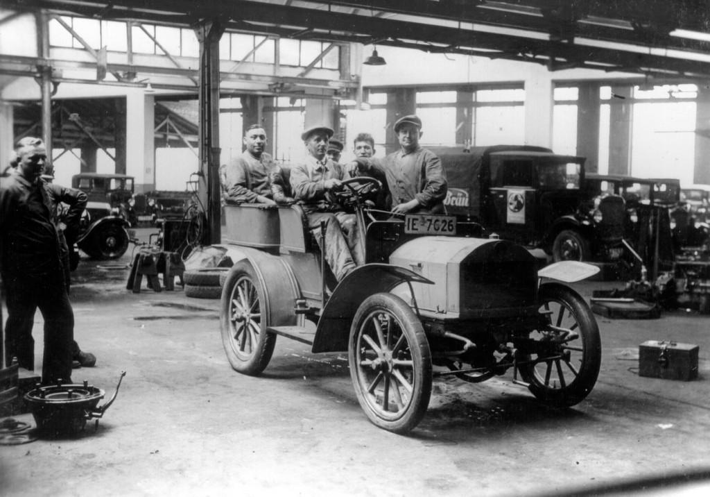 150 Jahre Opel: Opel Motorwagen 10/12 PS, 1902 (Bild ist von ca. 1930).