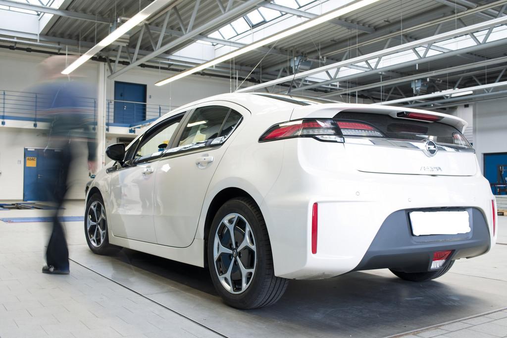 ADAC hat serienmäßigen Opel Ampera getestet