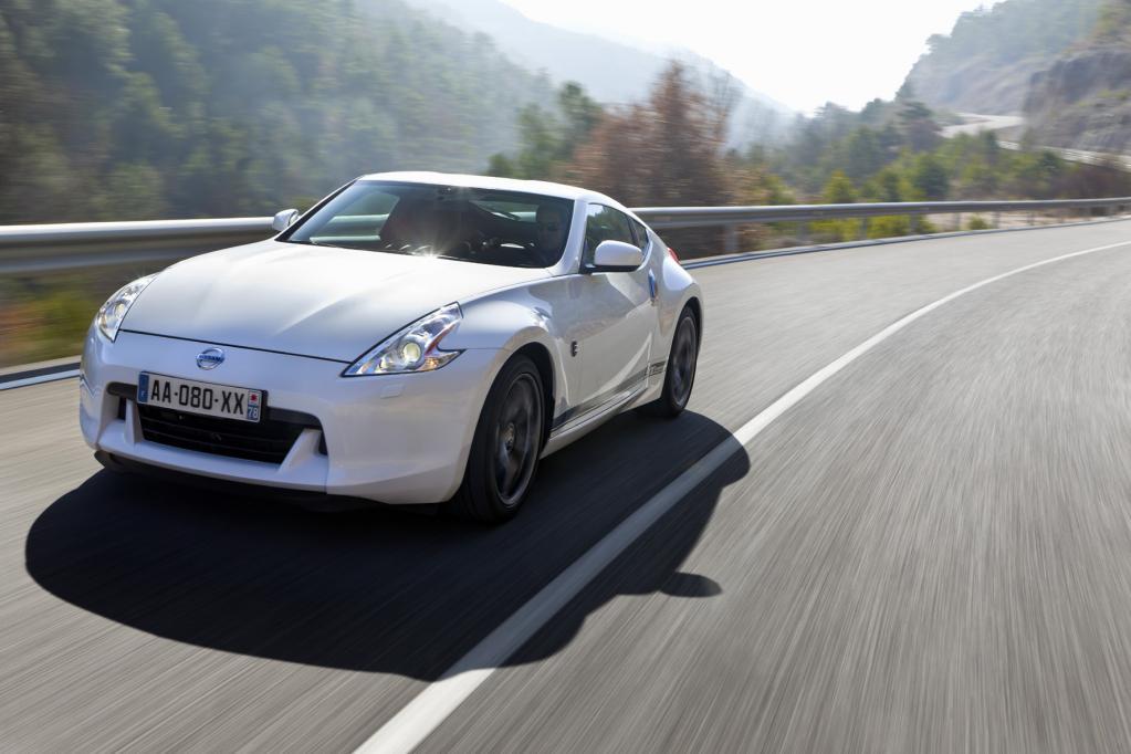Ab sofort bietet Nissan den 370Z auch als GT-Edition mit speziellen 19-Zoll-Felgen und seitlichem Schriftzug ab 43 140 Euro an.