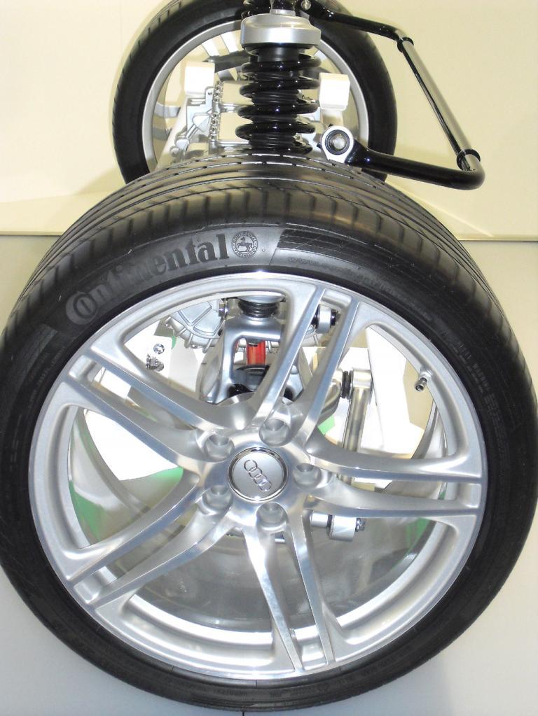 An den Hinterrädern gibt es bei Brake by wire schon keine Bremssättel mehr.