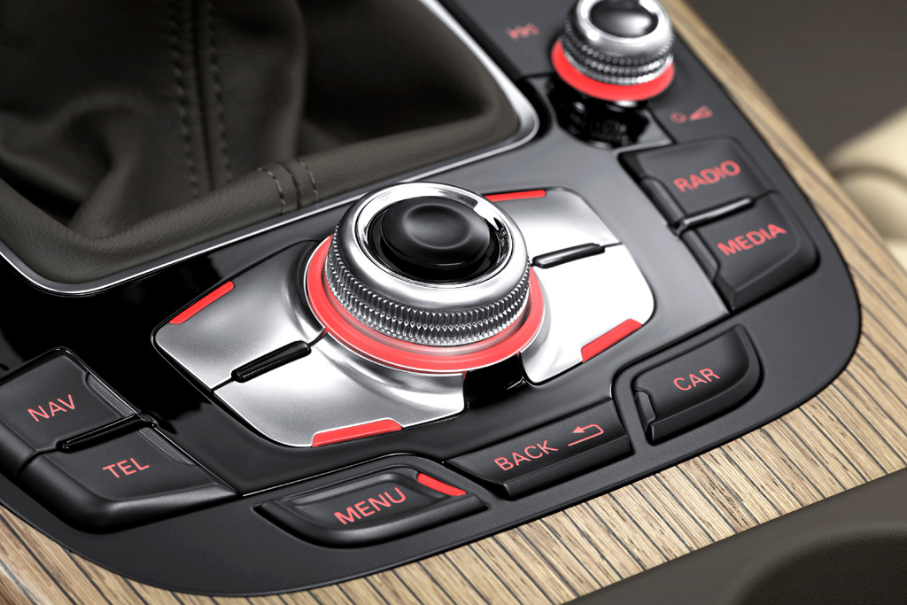 Audi A4: Blick auf die Bedieneinheit auf der Mittelkonsole.
