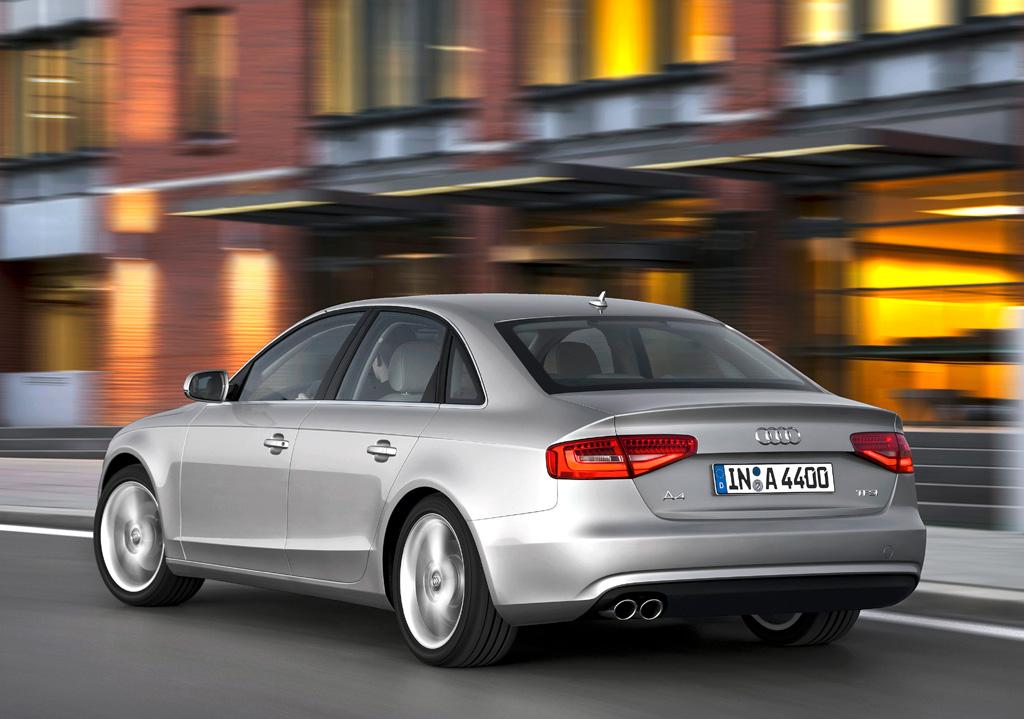 Audi A4: Heck-/Seitenansicht der Limousine.